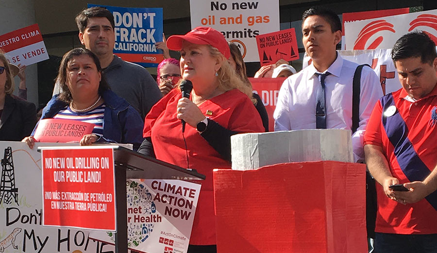 Nurse speaks at rally against fossil fuels